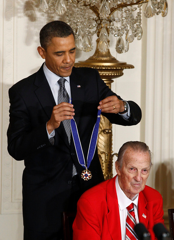 . U.S. President Barack Obama awards the Medal of Freedom to baseball legend Stan Musial at the White House in Washington in this February 15, 2011 file photograph. Musial, who used an unorthodox batting style to become one of the sport\'s greatest hitters in 22 seasons with the St. Louis Cardinals, died on January 19, 2013 at age 92, his former team said in a statement.    REUTERS/Larry Downing/Files   (UNITED STATES - Tags: POLITICS SPORT BASEBALL OBITUARY)
