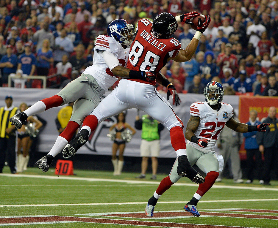 . Atlanta Falcons tight end Tony Gonzalez (88) makes the catch in the end zone as New York Giants defensive back Will Hill (31) and New York Giants strong safety Stevie Brown (27) defend during the first half of an NFL football game on Sunday, Dec. 16, 2012, in Atlanta. (AP Photo/Rich Addicks)