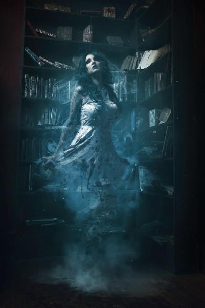 Farrah_Paranormal.jpg