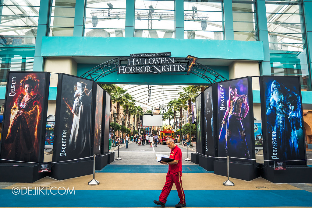 Halloween Horror Nights 7 Preview Construction Update Before Dark 3 - Park Entrance Arch