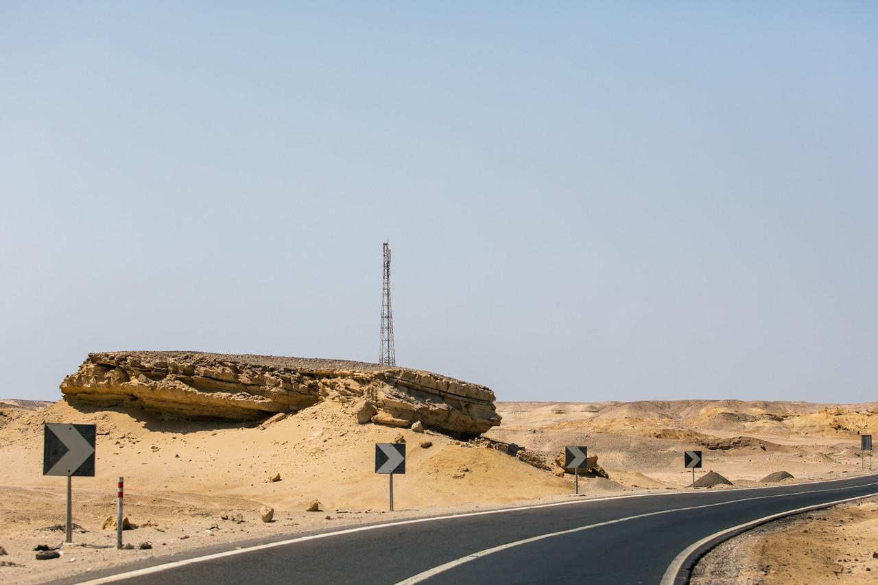Egipt; Krajobraz; PrzezOknoAutobusu; Safari; pustynia; Pustynna erozja