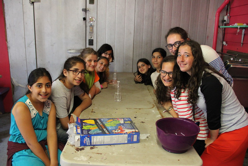 kars4kids_thezone_camp_girlsDivsion_activities_baking (78).JPG