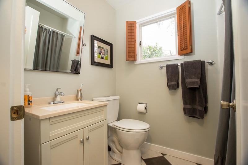Bathroom guest1.jpg