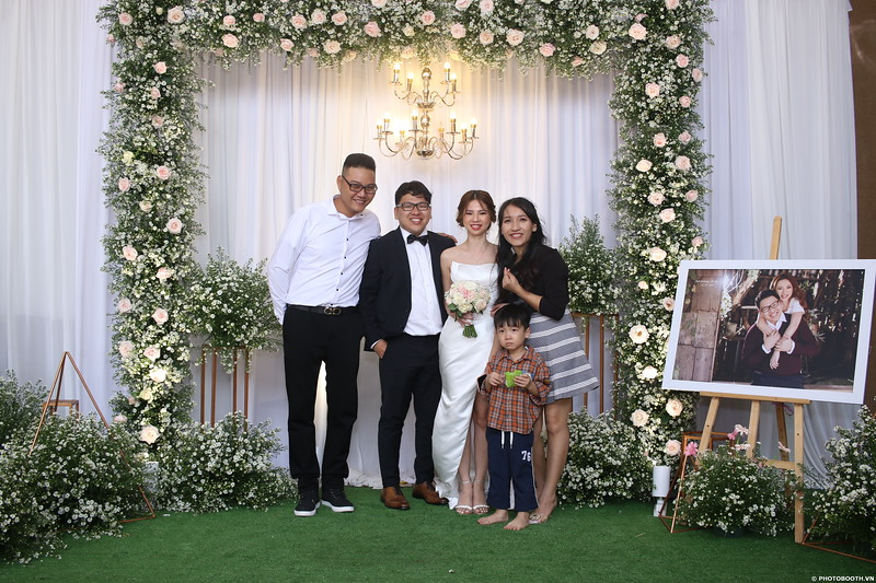 Vy-Cuong-wedding-instant-print-photo-booth-in-Bien-Hoa-Chup-hinh-lay-lien-Tiec-cuoi-tai-Bien-Hoa-WefieBox-Photobooth-Vietnam-102.jpg