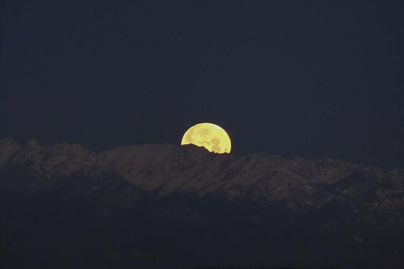 Moonset - 12 Jan - 2017 - Shot Through 2 Glass Panes - No Tripod