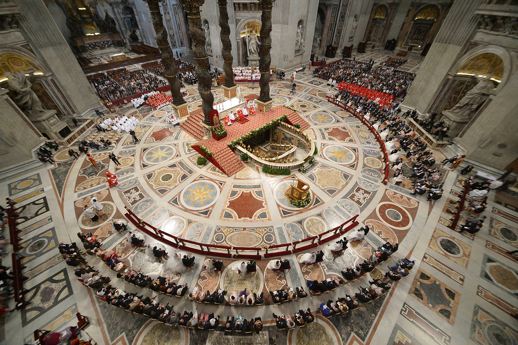 ". Pope Francis, center beneath a baldachin, weds twenty couples in St. Peter\'s Basilica, at the Vatican, Sunday, Sept. 14, 2014. Forty ""I do\'s\"", or \""Si\"" in Italian, were pronounced in St. Peter\'s Basilica Sunday as Pope Francis married 20 couples, with one bride already a mother. Francis in his homily likened families to the \""bricks that build society.\"" (AP Photo/Alberto Pizzoli, pool)"