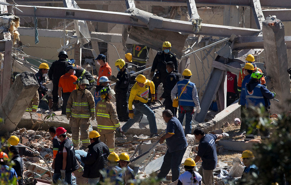 . Rescue workers comb through the rubble of a children\'s hospital after a gas truck exploded, in Cuajimalpa on the outskirts of Mexico City, Thursday, Jan. 29, 2015. (AP Photo/Rebecca Blackwell)