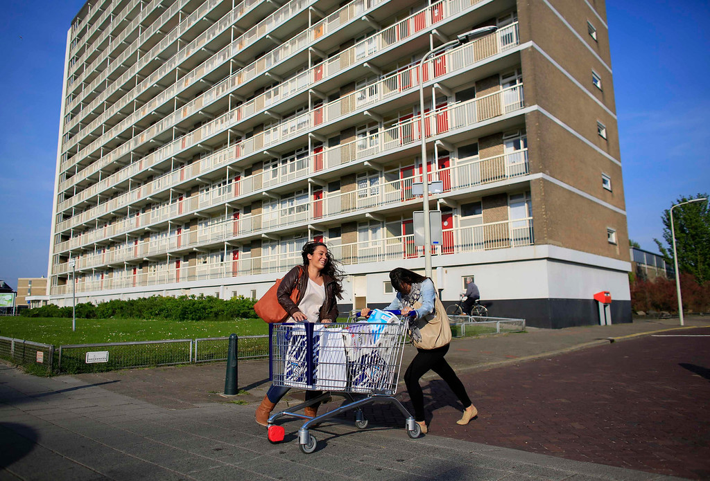 . Spanish nurses Maria Teresa Marin (L), 23, and Sara Vallejo, 22, push a trolley filled with shopping bags in The Hague, June 5, 2013. After months of studying Dutch, a group of young Spanish nurses moved to the Netherlands to take up work, fleeing a dismal job market at home. Spain\'s population dropped last year for the first time on record as young professionals and immigrants who moved here during a construction boom head for greener pastures. Spain\'s jobless rate is 27 percent, and more than half of young workers are unemployed. For Spanish nurses, the Netherlands\' nursing deficit is a boon. Picture taken June 5, 2013. REUTERS/Marcelo del Pozo