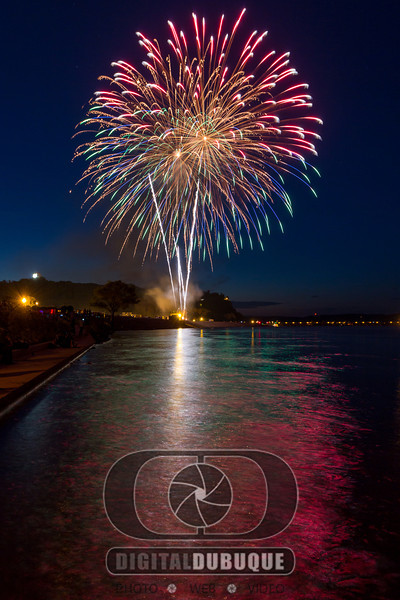 Dubuque Fireworks on the Mississippi