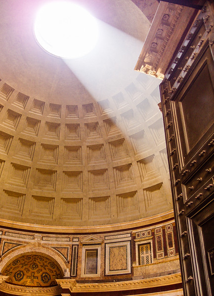 sunlight shining through Pantheon Oculus
