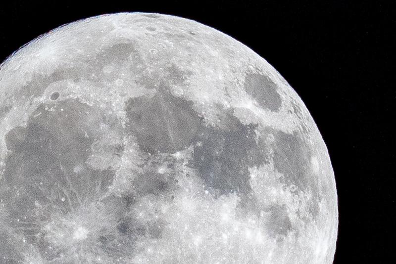 moon 181023204044 5966.jpg