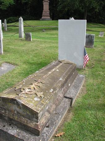 Roger Enos Grave
