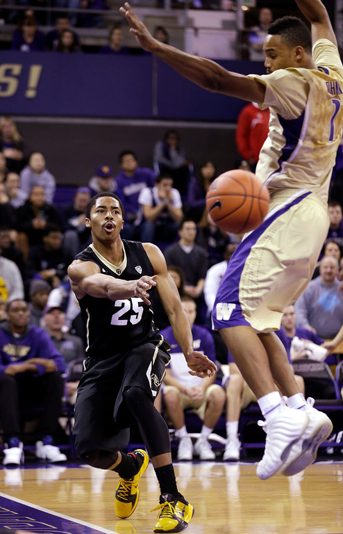 . Colorado\'s Spencer Dinwiddie (25) puts a baseline pass by Washington\'s Darin Johnson in the first half of an NCAA men\'s basketball game Sunday, Jan. 12, 2014, in Seattle. (AP Photo/Elaine Thompson)