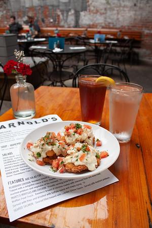Arnold's Bar & Grill - Food Field Trip