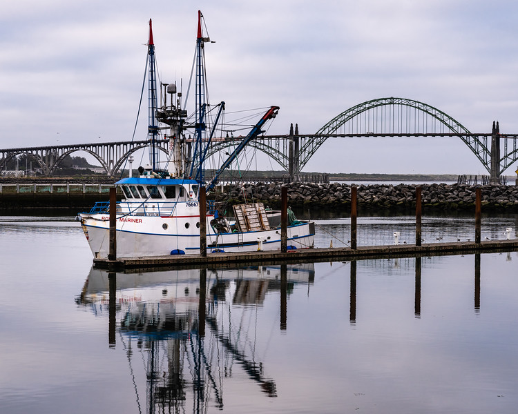Fishing boat, Yaquina Bay bridge, Newport, Oregon