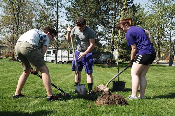 04-26-17 NEWS DC Ecology Club Tree Planting