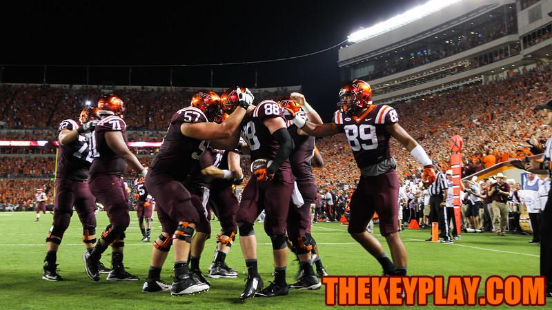 The Hokies celebrate the go-ahead touchdown right before the half. (Mark Umansky/TheKeyPlay.com)