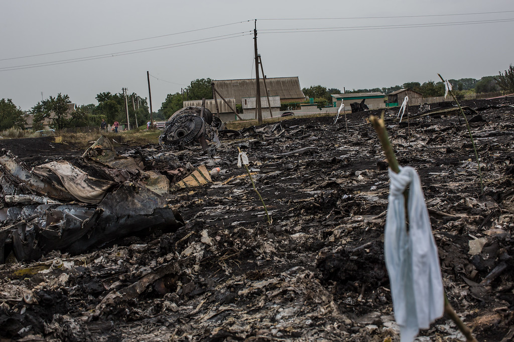. Debris from an Air Malaysia plane crash, including a white ribbon tied to a stick which indicates the presence of human remains, lies in a field on July 18, 2014 in Grabovka, Ukraine. Air Malaysia flight MH17 traveling from Amsterdam to Kuala Lumpur has crashed on the Ukraine/Russia border near the town of Shaktersk. (Photo by Brendan Hoffman/Getty Images)