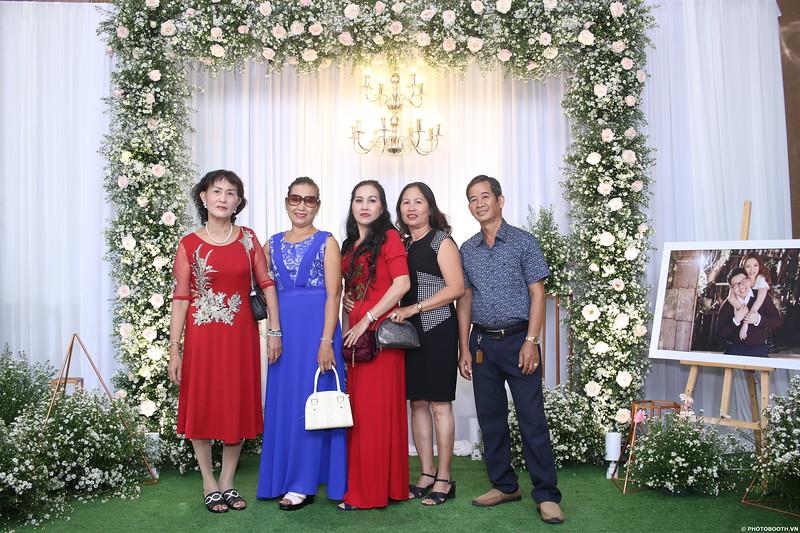 Vy-Cuong-wedding-instant-print-photo-booth-in-Bien-Hoa-Chup-hinh-lay-lien-Tiec-cuoi-tai-Bien-Hoa-WefieBox-Photobooth-Vietnam-010.jpg