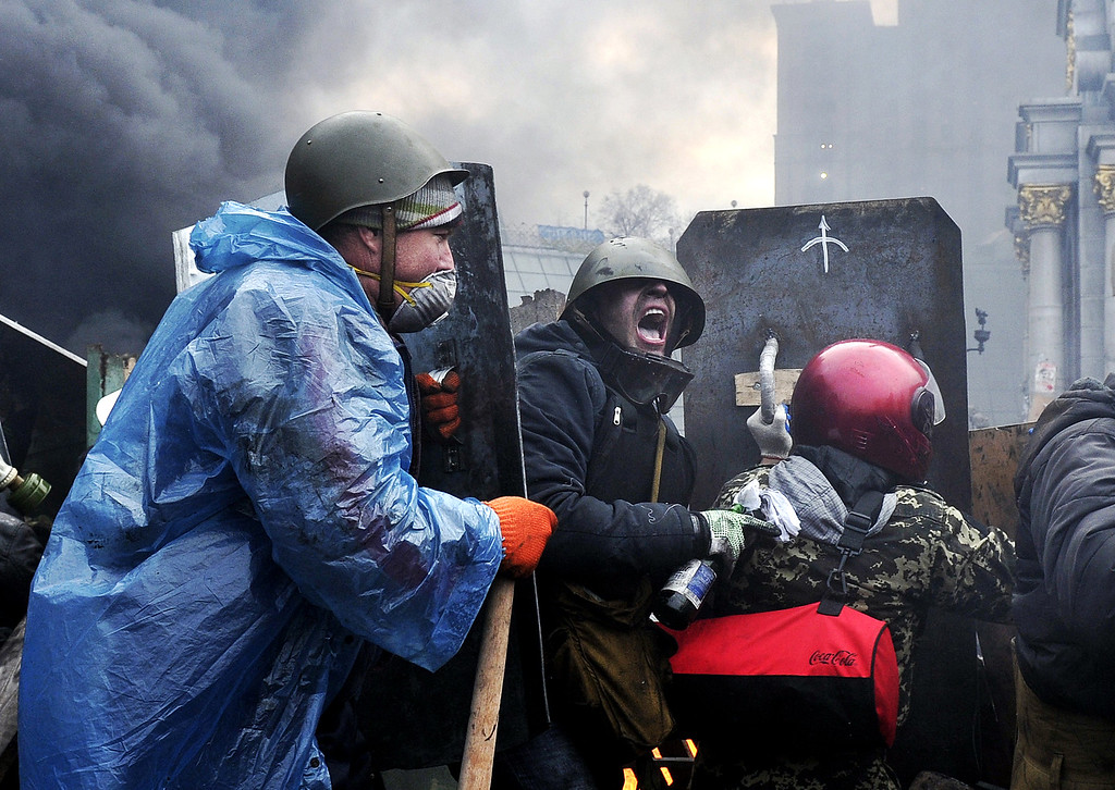 . Protesters advance to new positions in Kiev on February 20, 2014. AFP PHOTO / LOUISA GOULIAMAKI/AFP/Getty Images