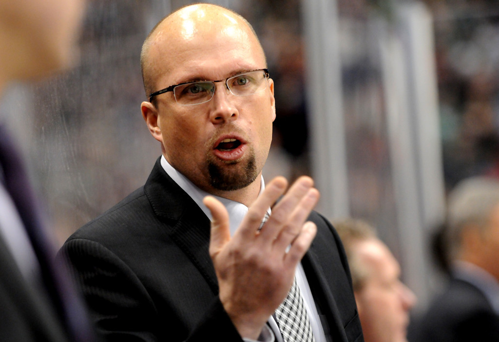 . Minnesota Wild head coach Mike Yeo talks to players on the bench during the first period.(Pioneer Press: Sherri LaRose-Chiglo)