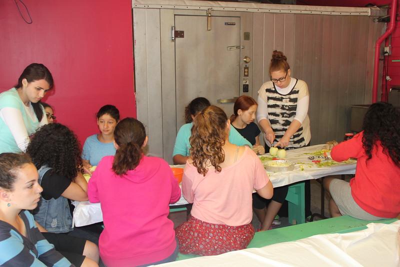 kars4kids_thezone_camp_girlsDivsion_activities_baking (66).JPG