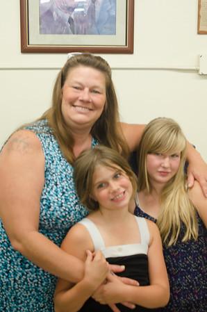 120705 Joyce & Daughters