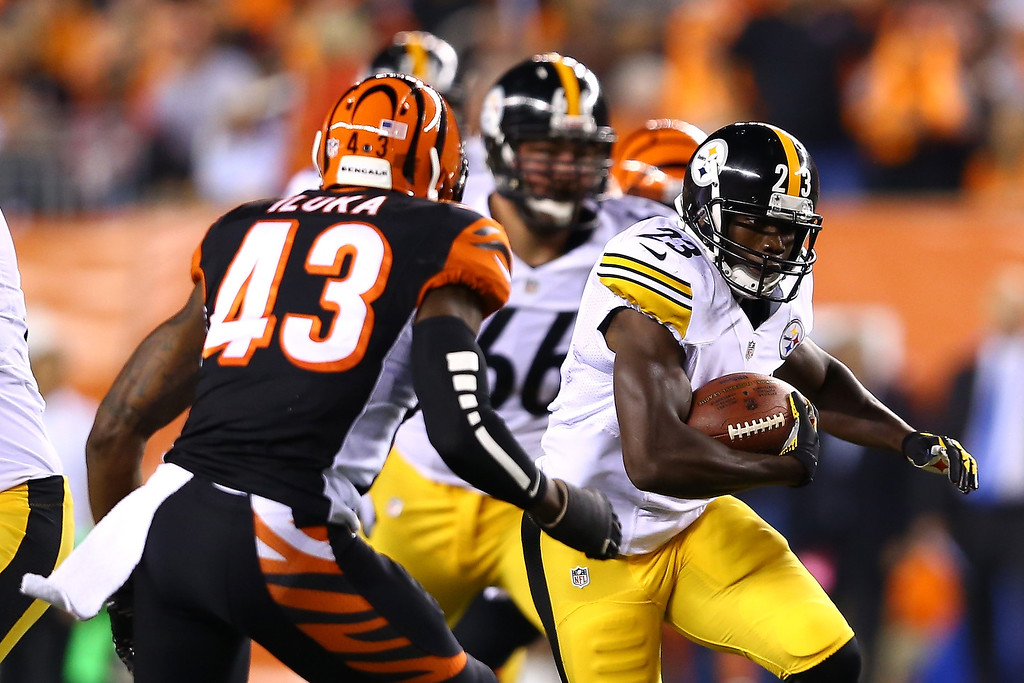 . Running back Felix Jones #23 of the Pittsburgh Steelers runs the ball against strong safety George Iloka #43 of the Cincinnati Bengals in the first quarter at Paul Brown Stadium on September 16, 2013 in Cincinnati, Ohio.  (Photo by Andy Lyons/Getty Images)