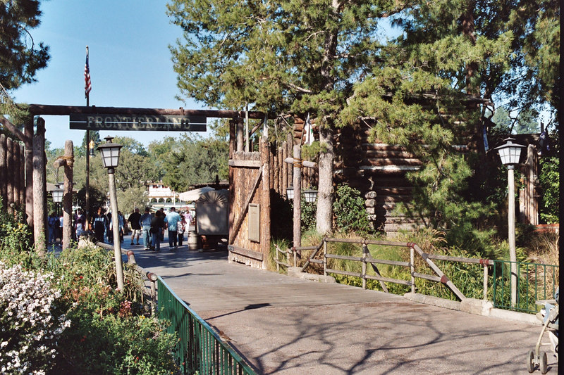 entrance to Frontierland