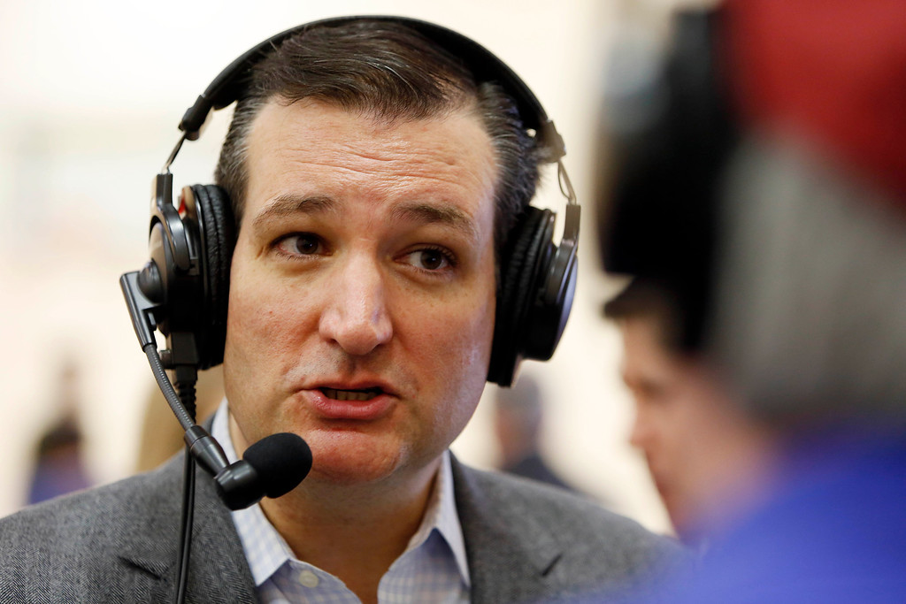 . U.S. Sen. Ted Cruz, R-Texas, a tea party favorite and possible presidential candidate in 2016, is interviewed by Skip Murphy during a visit to the Strafford County Republican Committee Chili and Chat on Sunday, March 15, 2015, in Barrington, N.H. (AP Photo/Jim Cole)