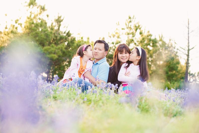 blue-bonnet-family-portrait-250.jpg