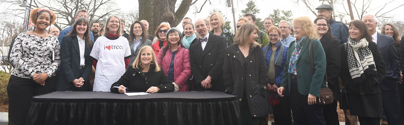 Mayor Barry signs new Executive Order to help preserve, grow countywide tree canopy