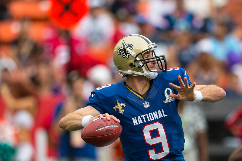 . Drew Brees #9 of the NFC\'s New Orleans Saints passes against the AFC team during the 2013 AFC-NFC Pro Bowl on January 27 , 2013 at Aloha Stadium in Honolulu, Hawaii.  (Photo by Kent Nishimura/Getty Images)