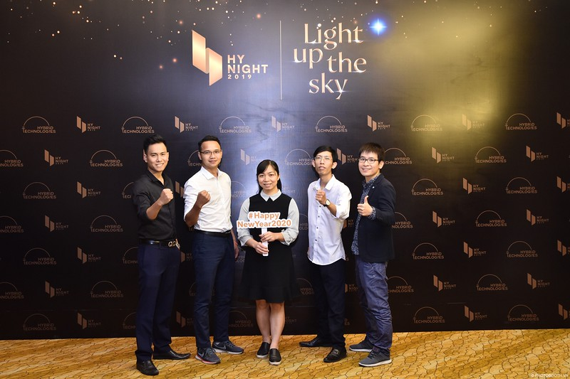 Hybrid-Technologies-year-end-party-instant-print-photo-booth-in-Hanoi-Chup-hinh-lay-ngay-Tat-nien-WefieBox-Photobooth-Hanoi-68.jpg