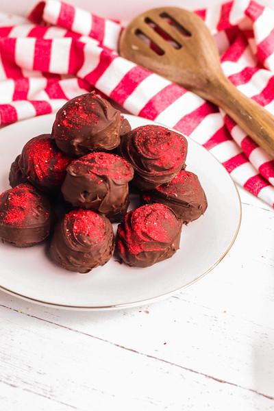 strawberry truffles-25.jpg