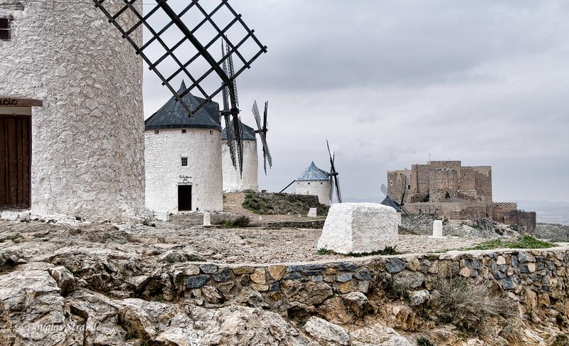 Wed 3/09 in La Mancha: Windmills of Don Quixote fame