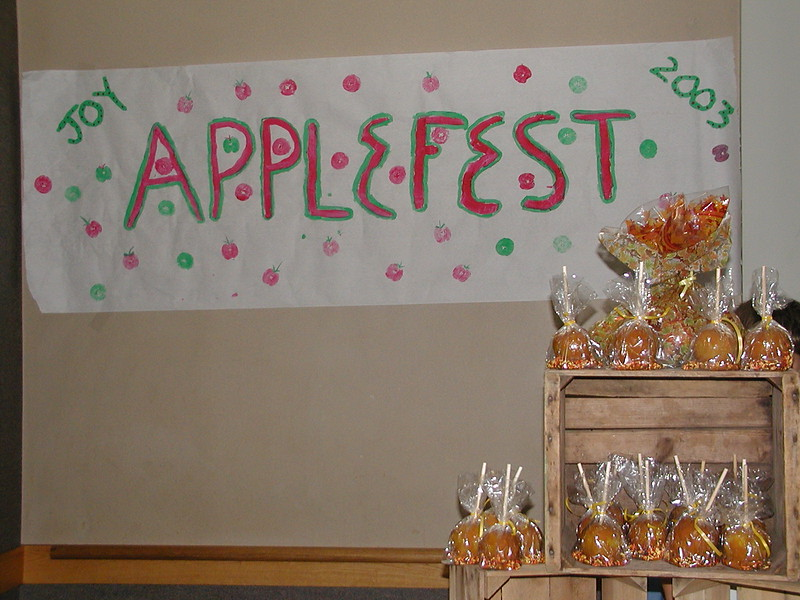 2003-09-28-JOY-Applefest_001.jpg