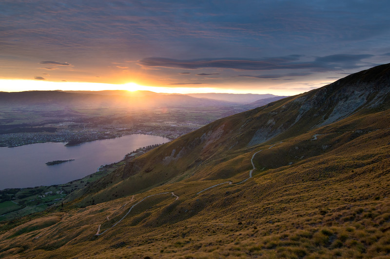 Roys peak sunrise and hike up view brightened-1.jpg