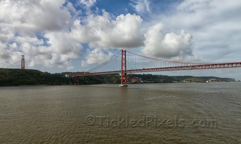 Cristo-Rei and 25 De Abril Bridge