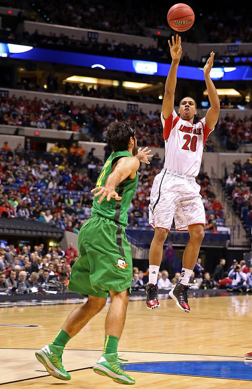 . Wayne Blackshear #20 of the Louisville Cardinals attempts a shot in the first half against Arsalan Kazemi #14 of the Oregon Ducks during the Midwest Region Semifinal round of the 2013 NCAA Men\'s Basketball Tournament at Lucas Oil Stadium on March 29, 2013 in Indianapolis, Indiana.  (Photo by Andy Lyons/Getty Images)