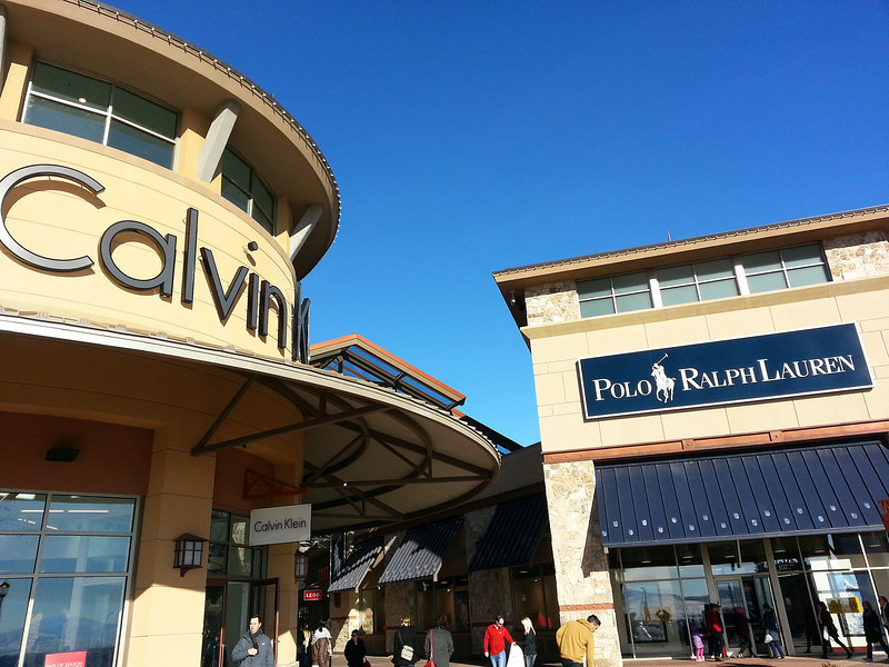 2012-12-21 ––– Today we decided to check out the Traverse Mountain outlet stores. It was a beautiful day and relatively warm. After the stores we all went to the theater to see the Hobbit in 3D. It wasn't as good as I had hoped, but still very interesting.