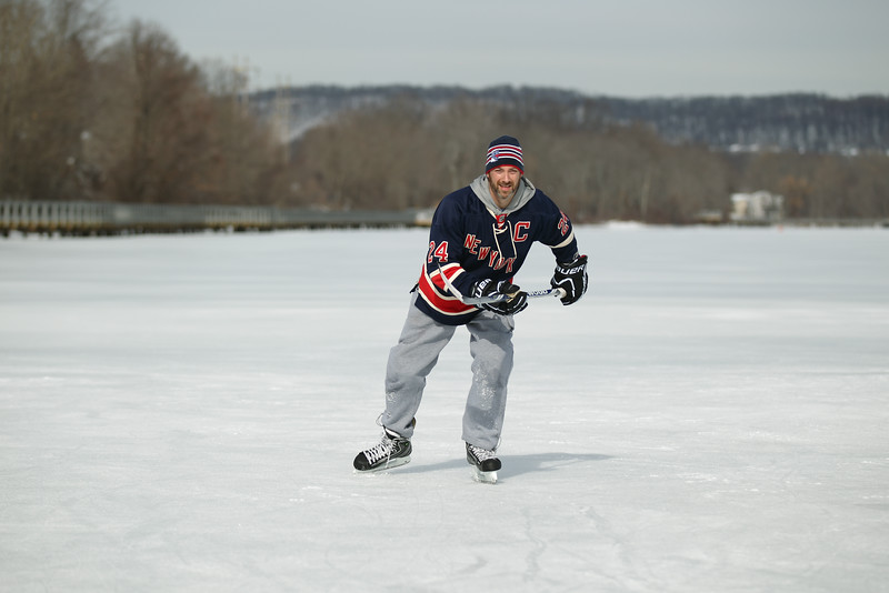 20140208_EMCphotography_PondHockeyCongersLakeNY-45.jpg