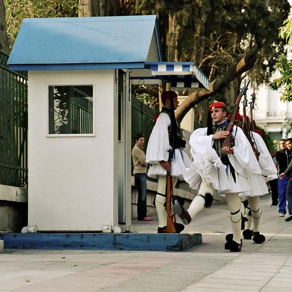 Τσολιάδες επιστρέφουν από τη φρουρά του άνδρου των γερμανοτσολιάδων Athens (2007)