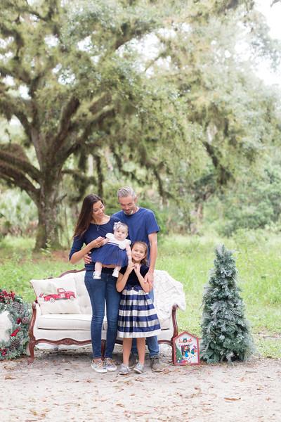 Holiday Minis- Scarth Family-23.jpg