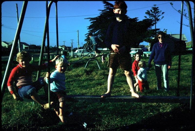 1971-9-5 (19) Susan 6 yrs 2 mths, Andrew 2 yrs 1 mth  & David 7 yrs 9 mths @ Seaspray.jpg