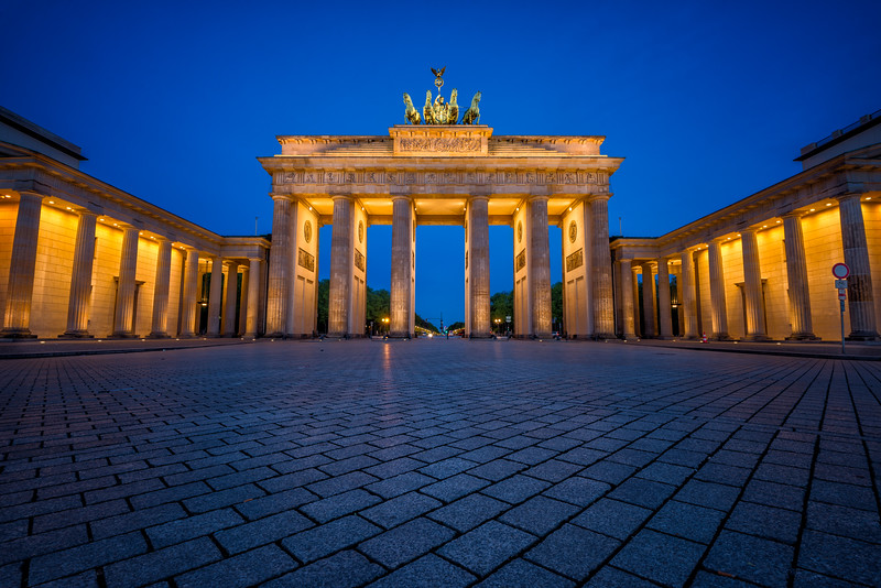 Brandenburg-gate-bluehour-1.jpg