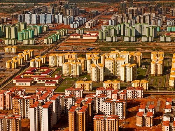 600px-Vista_aérea_da_cidade_do_Quilamba_(Belas),_em_maio_de_2011.jpg