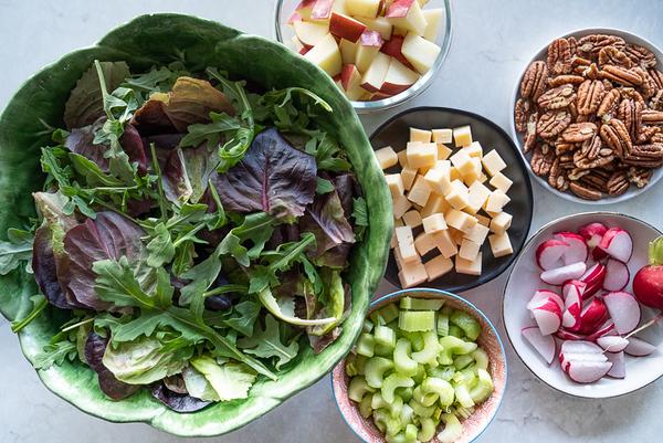 Salad w/walnuts/cheese