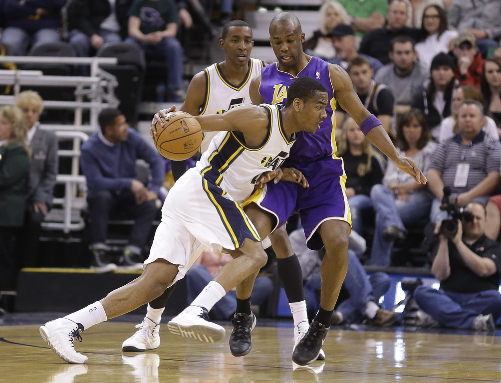. Utah Jazz\'s Alec Burks (10) drives around Los Angeles Lakers Jodie Meeks, rear, in the first quarter during an NBA basketball game Monday, April 14, 2014, in Salt Lake City, Utah. (AP Photo/Rick Bowmer)