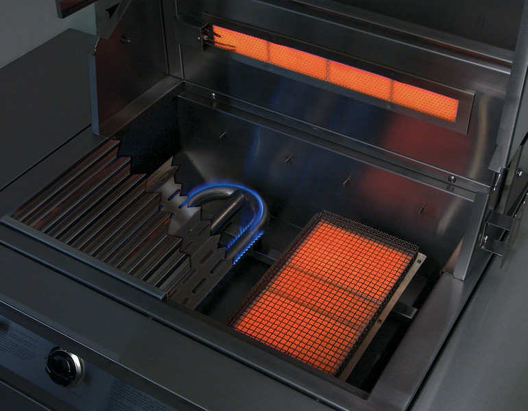 Solaire InfraVection® - Infrared and Convection Burners provide the widest range of heat in any gas grill.